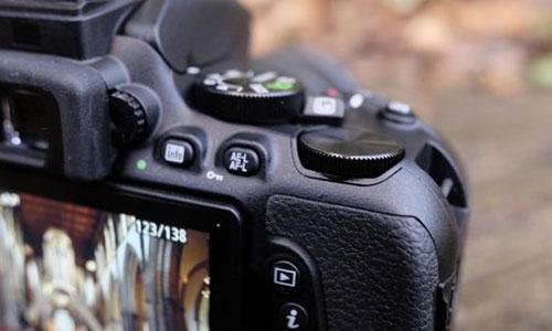 دوربین نیکون D5600 با لنز 18-55